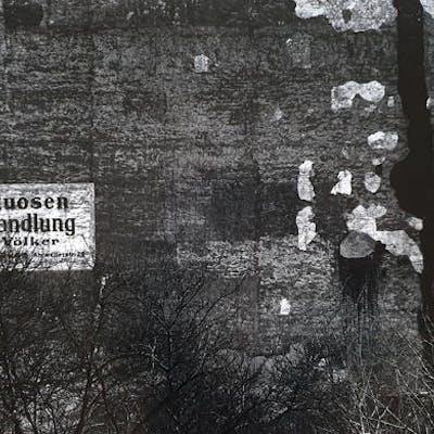 Will McBride (1931-2015) - Weinhandlung Carl Völker, Hauswand, Berlin, 1957