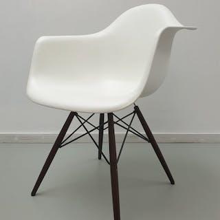 Charles Eames, Ray Eames - Vitra - Armchair, Chair (1) - DAW