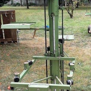 G.D.R. Modèle 1 - magnifier column / studio tripod