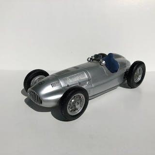 CMC - 1:18 - Mercedes-Benz W165 1939 - The Grosse Sieger von Tripolis