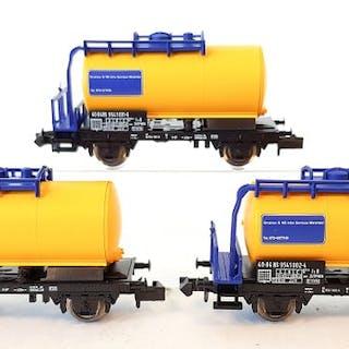 Minitrix N - 15629 - Set mit Güterwagen - Satz von drei Kesselwagen