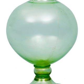 Vaso veronese in vetro a fondo verde di Murano