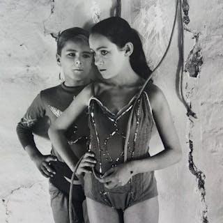Lucien Clergue (1934-2014) - Mounte bank's duet, Arles 1955