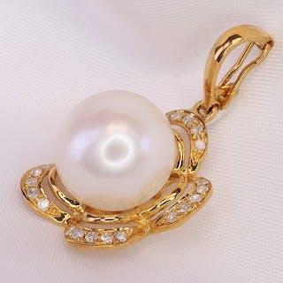 18 kt. Yellow gold - Pendant Cultured Pearl- Diamonds