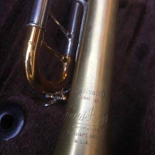 Bach, Vincent Bach Corporation - Model 25 - Trompeta