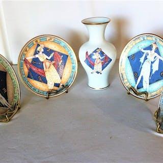 Umberto Banchelli - Bayreuth - 4 piatti da muro e un vaso (5) - Porcellana