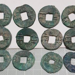 China - Lot comprising 12 AE Ban Liang cash coins