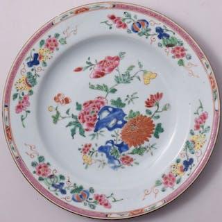 Une plaque de famille Rose décorée de fleurs - Porcelaine...