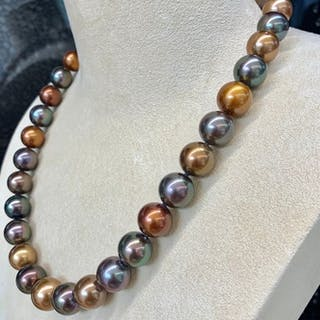 18 kt. Brown south sea pearls