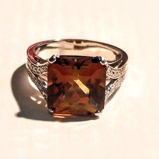 18ct.Rubellite Tourmaline and Diamond Ring - Ring