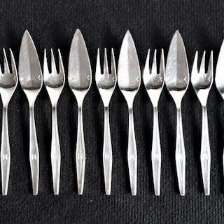 Couteaux (x8) et fourchettes (x8) à poisson (16) - Métal...