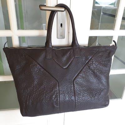 af526da4334 Yves Saint Laurent - easy Handbag | Barnebys