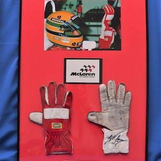 McLaren F1 team - Formula One - Ayrton Senna - 1990 - Autograph, Nomex gloves