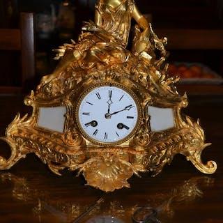 Pendule - Bronze - Milieu du XIXe siècle