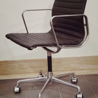 Charles Eames, Ray Eames - ICF - leather chair - ea108