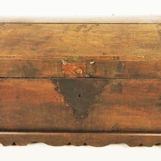 Blanket chest with wrought iron fittings - Iron (wrought), Oak - 18th century