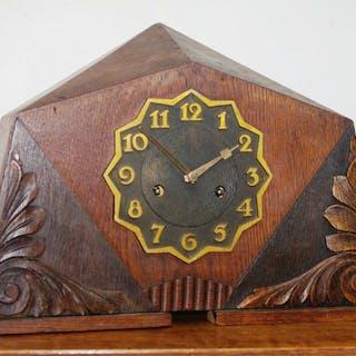 Art-Deco pendulum - Gustav Becker - Wood, Oak - First half 20th century