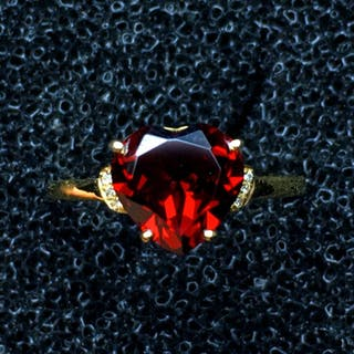 18 kt Gelbgold - Granat Herz Ring Diamant