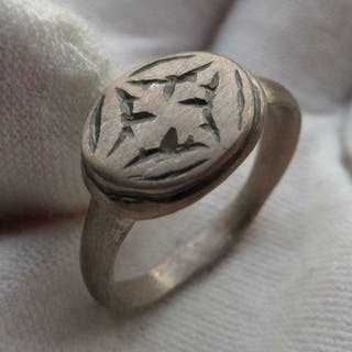 Medieval Silver ring engraved with Templar cross.