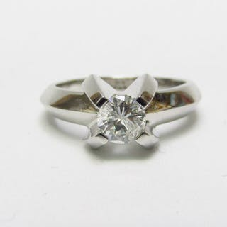 18 kt. White gold - Ring, Diamond Size 0.60 ct. Color: H. Clarity: SI2. 6.10 gr.