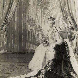 Cecil Beaton (1904-1980) / Associated Press - Queen...