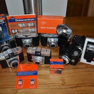 Agfa Kavel met 7 Agfa camera's en diverse andere Agfa items zoals flitsers.