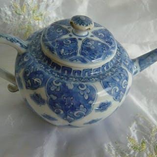 Teapot (1) - Chinese export - Porcelain - Yongzheng- China - 18th century