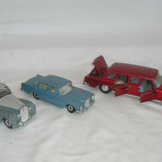 Dinky Toys - 1:48 - Mercedes-Benz 600 with its 3 Original...