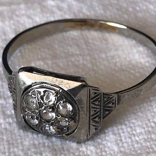 18 kt Weißgold - Französischer Art Deco 18k Gold Ring Weißer Saphir