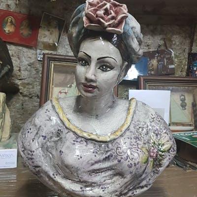 Caltagirone - Busto di giovane popolana - Ceramica
