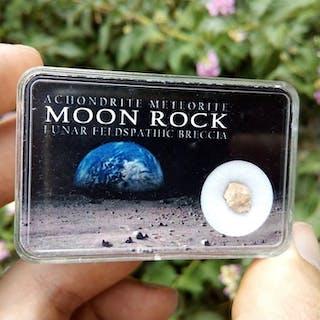 NWA 11474. Mondmeteorit im Kasten. Rock vom Mond - 0.1 g