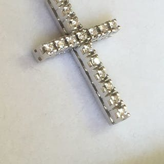 18 kt. White gold - Necklace, With diamond cross 0.32 ct