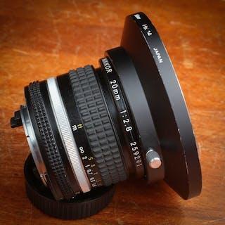Nikon   20 mm f 2,8   Nikkor avec filtre et pare Soleil