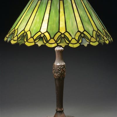 Duffner and Kimberly table lamp has open top leaded glass shade