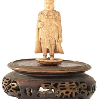 A 19TH CENTURY ORIENTAL IVORY MINIATURE CARVING OF A DIGNITARY, standing