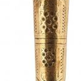 A 19TH CENTURY INDIAN CHOORA OR DAGGER, 29.5cm T-section damascus