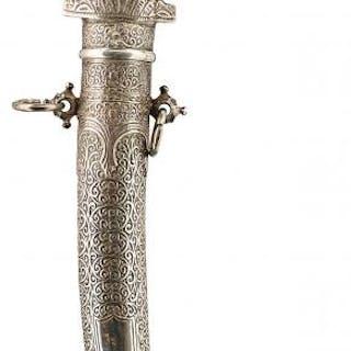 A 19TH CENTURY WHITE METAL MOUNTED MOROCCAN JAMBIYA, 23cm curved blade