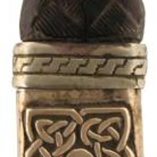 A SGEAN DUBH, basket weave carved horn grip, the pommel set with a