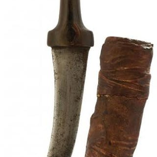A 19TH CENTURY RHINO HORN HILTED JAMBIYA, 18cm curved blade, characteristic