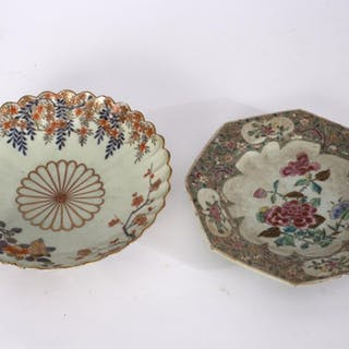 A Japanese Imari scallop edged plate, 22cm diameter, a Chinese famille