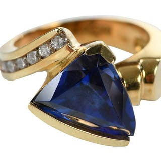 18kt. Tanzanite & Diamond Ring