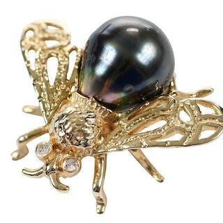 14kt. Pearl Bee Brooch