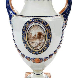 Chinese Export Porcelain Urn