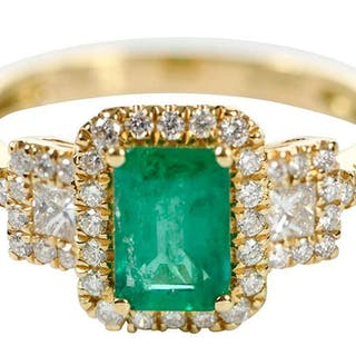 18kt. Emerald and Diamond Ring