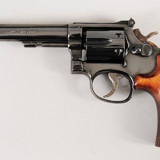 Smith & Wesson Model 48-4 Revoler