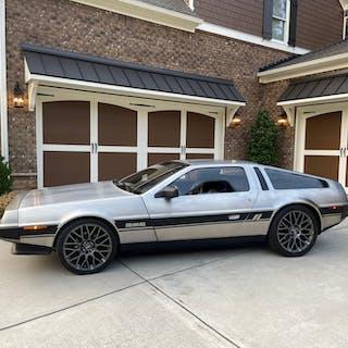 DMC-12 1983 DeLorean