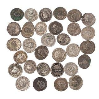 Lot de 32 antoniniens. Trébonien Galle, Gallien, Gordien, Philippe