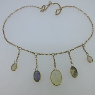A fringe necklace with five pendant opals, the belcher link chain