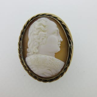 A shell cameo brooch depicting the portrait of a gentleman, possibly