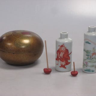 Two Chinese porcelain cylinder snuff bottles, late Qing Dynasty/Republic